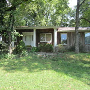 Creekside Home on 3 Acres - Online bidding only ends Thur, OCT 11 at 3:00 PM CDT