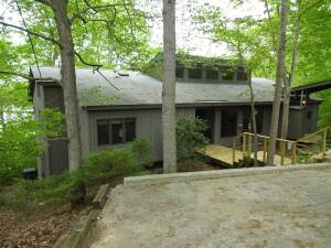 LAKEFRONT HOME - DOUBLE LOT - BOAT DOCK - Online bidding ends Tuesday, May 21 @ 4:00 PM EDT