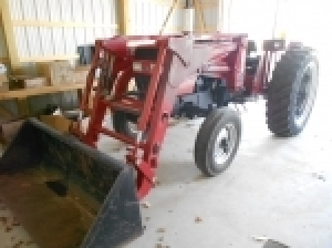 Online bidding only! Tractor - Collector car parts - Hay