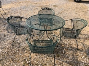Metal lawn table with 4 chairs