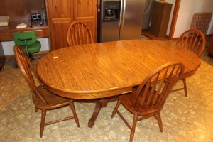 Tell City Furniture Kitchen Table & Chairs