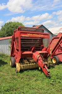 Sperry New Holland 851 Round Baler