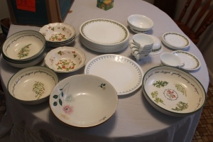 Corning plates, cups, saucers and bowls, and assorted bowls