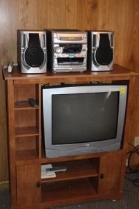 Entertainment stand, 5 disc CD changer stereo Magnavox TV